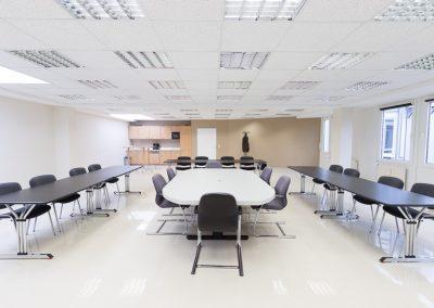 Frontale Ansicht großer Konferenzraum