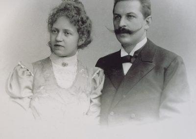 August Bernhard in jungen Jahren mit seiner Ehefrau Luise